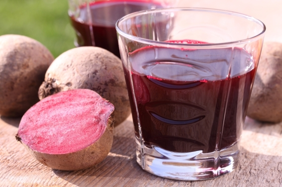 8-reasons-why-you-should-drink-beet-juice-featured
